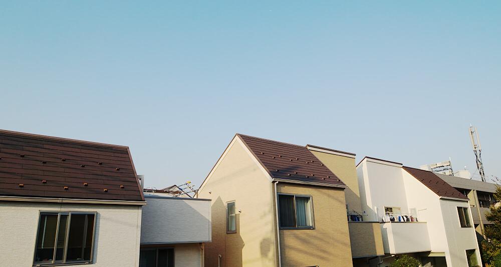 도쿄 도심의 주택가 풍경. 낡은 목조주택이 있던 자리에 새로 들어선 새집들.